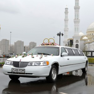 Lincoln Town Car Limousine Rent in Astana | +7 701 728 57 41