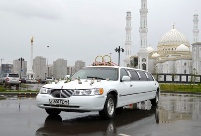 Lincoln Town Car Limousine Rent in Astana   +7 701 728 57 41