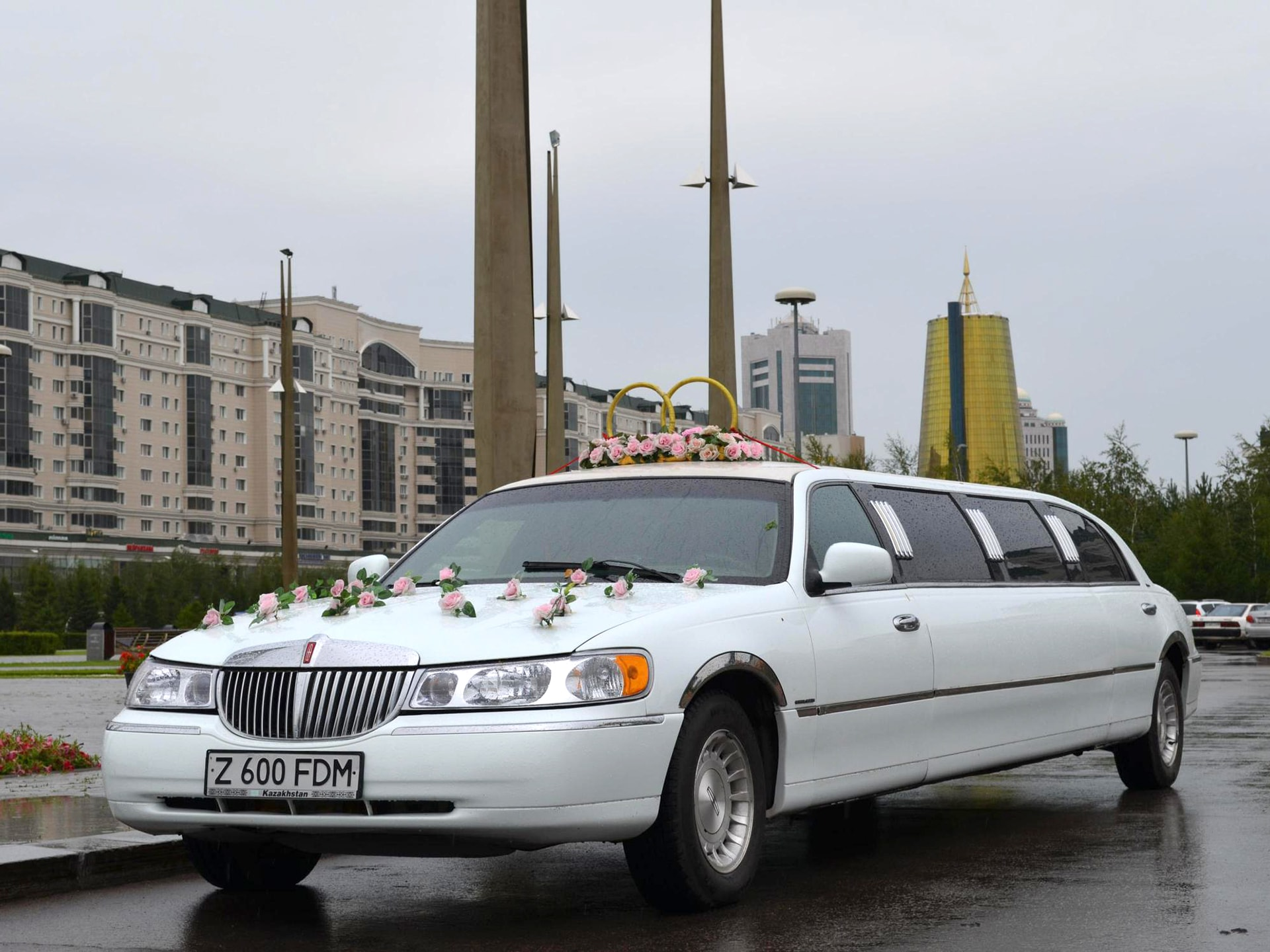 Lincoln Town Car Limousine Rent In Astana Toplimo Kz