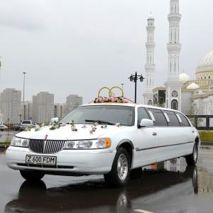 Аренда лимузина Lincoln Town Car в Астане | +7 701 728 57 41